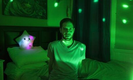 "来看看硅谷的""蚁族"":一个房间里塞6张床"