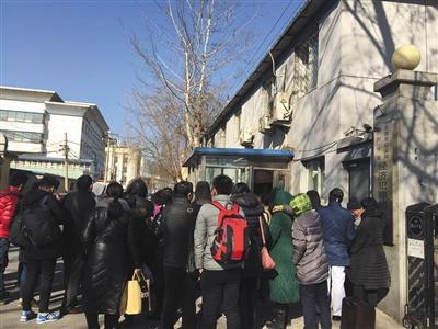 """2月9日下午,""""理财团""""部分投资人前往朝阳公安分局经侦大队报案。"""