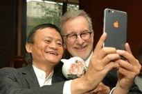 马云用的定制版iPhone?网友调侃:华强北制造的吧!