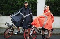 摩拜单车试水卖雨衣,一件售价268元丨艾瑞午间播报