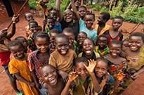 非洲小朋友举牌只能获几元钱 淘宝:若违规将查处