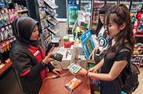 借助零售与红包 支付宝微信把移动支付之争扩大至海外