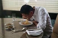马云吃方便面咸菜500万人围观 网友:首富真辛苦