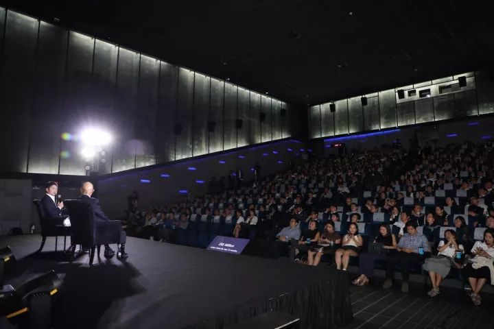 刘强东在泰国介绍京东:创业初期在办公室住4年