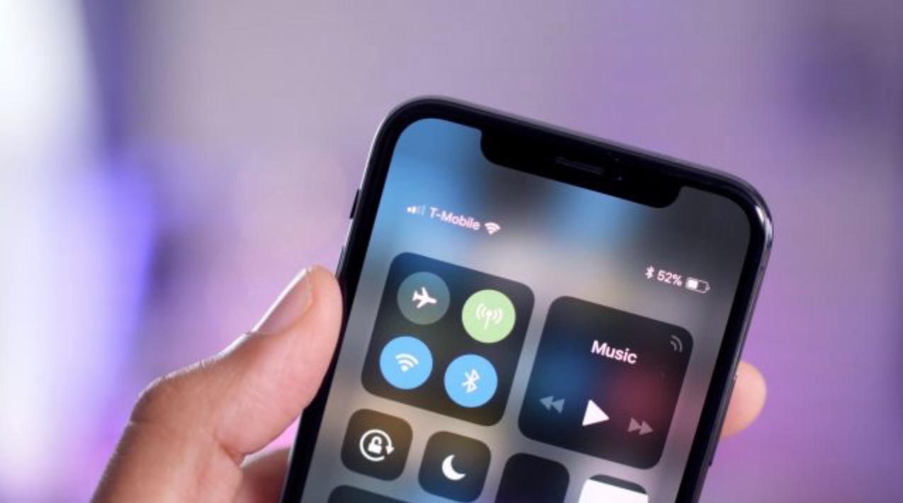 iPhone X售价为999美元而硬件成本仅357.5美元,毛利率高达为64%。