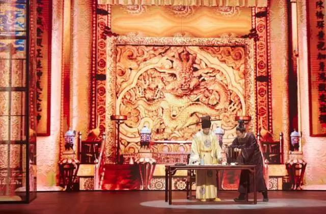 一夜爆红的《国家宝藏》,会带领文化类综艺走出同质化怪圈吗?