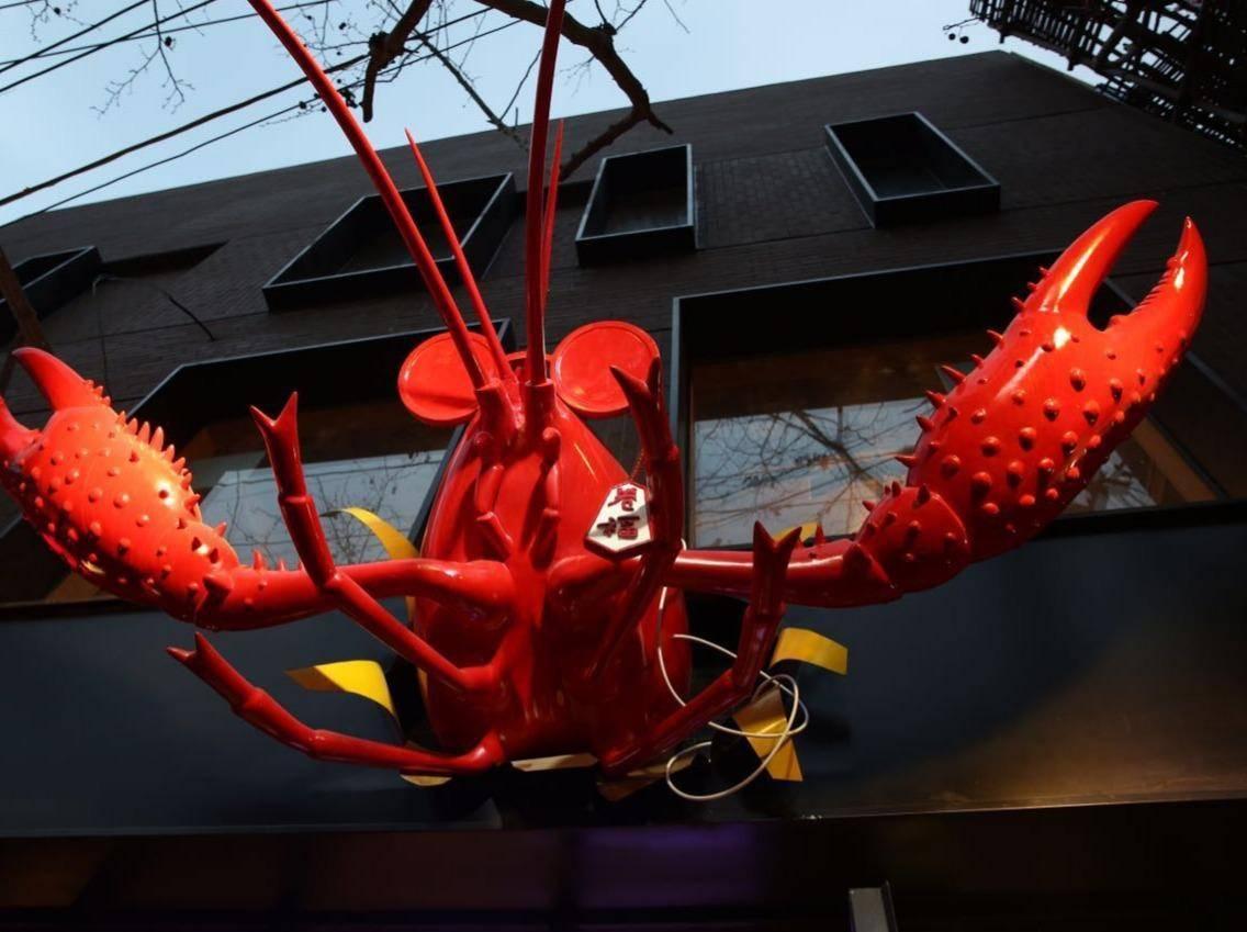 """张嘉佳""""卷福""""小龙虾店一年内几乎全倒闭,明星众筹成了""""明星众愁"""""""