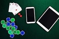 央视调查德州扑克App:近万人参赌 俱乐部月入数百万