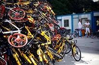 """多地频现共享单车""""坟场"""",谁为浪费负责?"""