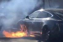 洛杉矶一辆特斯拉Model S起火自燃:幸未伤人