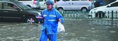 送餐费上涨,骑手坦言为几块钱与生命赛跑:市场红利没了?