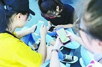 青少年过度沉迷网络现象观察:玩手机成孩子学习的唯一动力