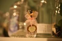 涉案千万假维密香水窝点被端!水加香精颜料合成,成本几块卖上百