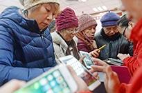 老人与网:一部手机如何撬动18万亿银发经济?
