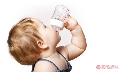 婴儿奶粉种类这么多,如何选择一款适合的奶粉?:婴儿奶粉