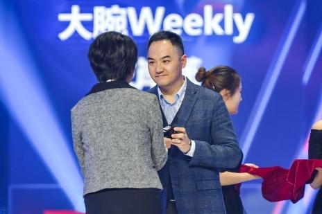 大腕Weekly获今日头条时尚影响力创作者大奖,创始人徐不工领奖