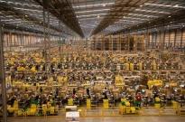 订单剧增 亚马逊将向美国仓库员工支付双倍加班费