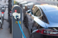 新能源车补贴政策延长两年