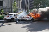 """焚烧警车的美国女子被FBI找到:网购""""五星好评""""暴露身份"""