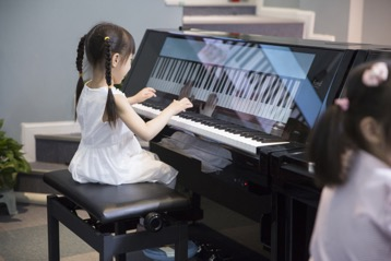 "Find智慧钢琴50寸4K高清护眼大屏,让孩子健康探索钢琴""视""界"