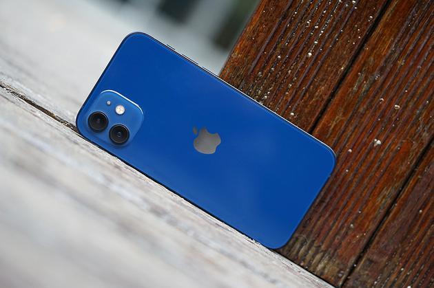 iPhone 12的边框棱角分明