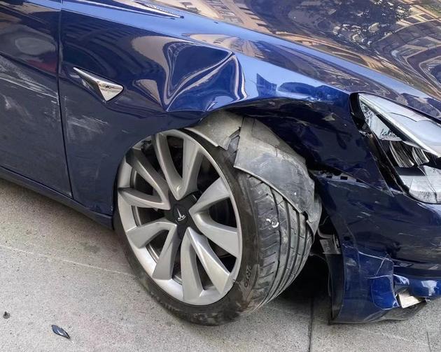 一辆遭遇事故的特斯拉Model 3(车主供图)