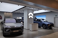 """10余家新能源车企,在这家商场上演""""争夺战"""""""