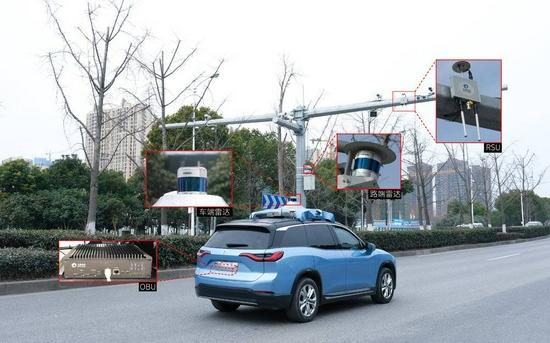搭载禾赛科技激光雷达的蔚来ES8测试车