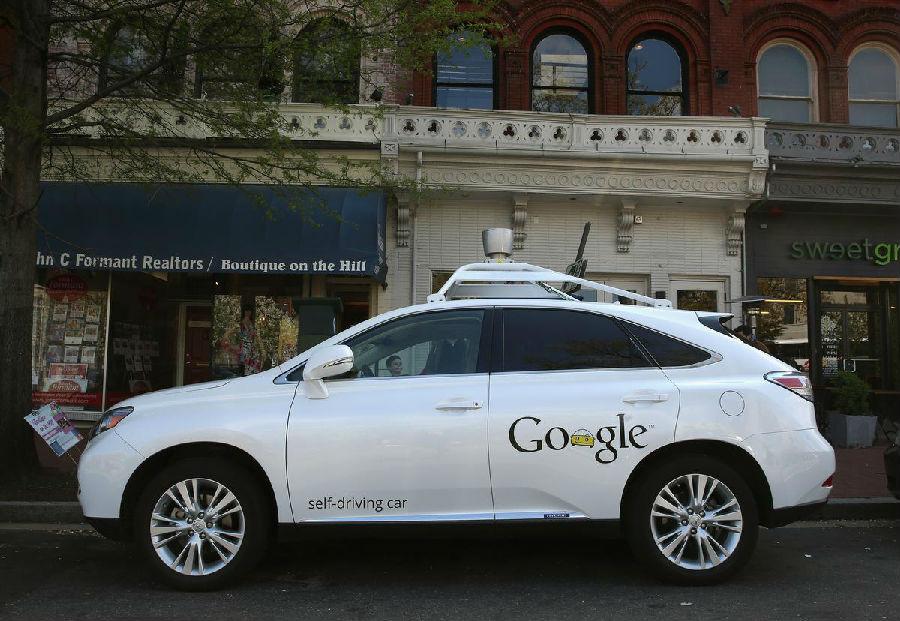 谷歌首次担责 无人驾驶汽车误判撞上公交车高清图片